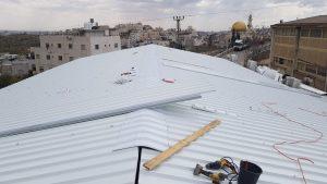 התקנת גג פאנל מבודד לאחר פירוק האסבסט