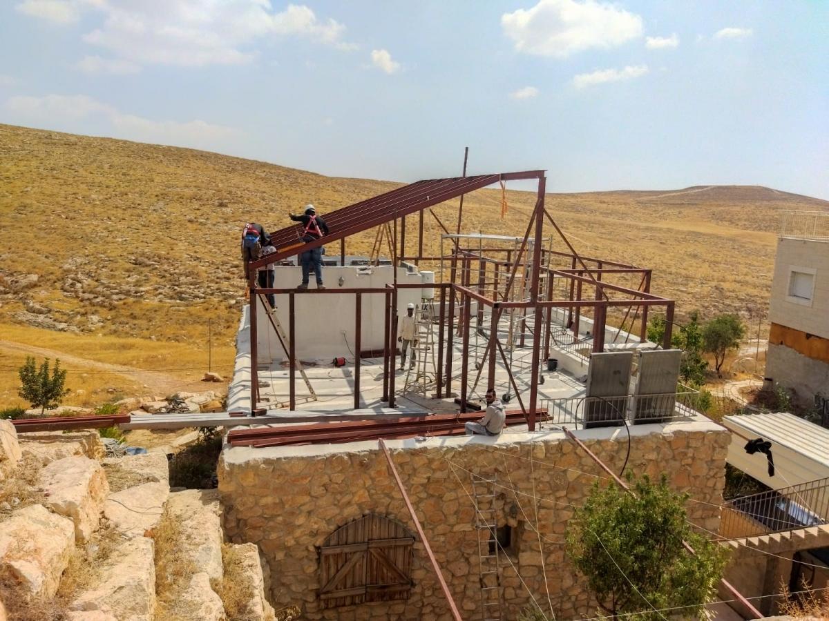 פרויקט-בניית-תוספת-קומה-למשפחת-שפירה-בכפר-אלדד-שלד-פלדה-וחפויים-פנלית-פח-13