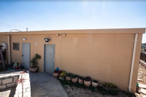 מבנים ניידים למגורים בשכונת נתיב האבות