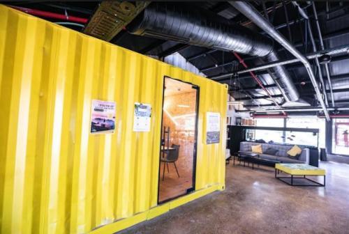 משרד נייד מעוצב במרכז עסקים לולים בגוש עציון